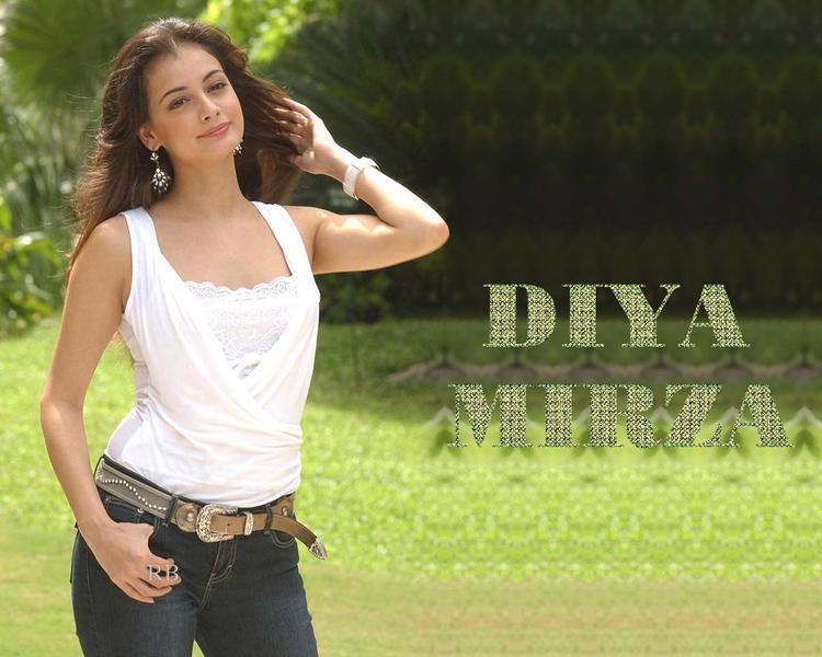 Diya Mirza Sizzling Wallpaper