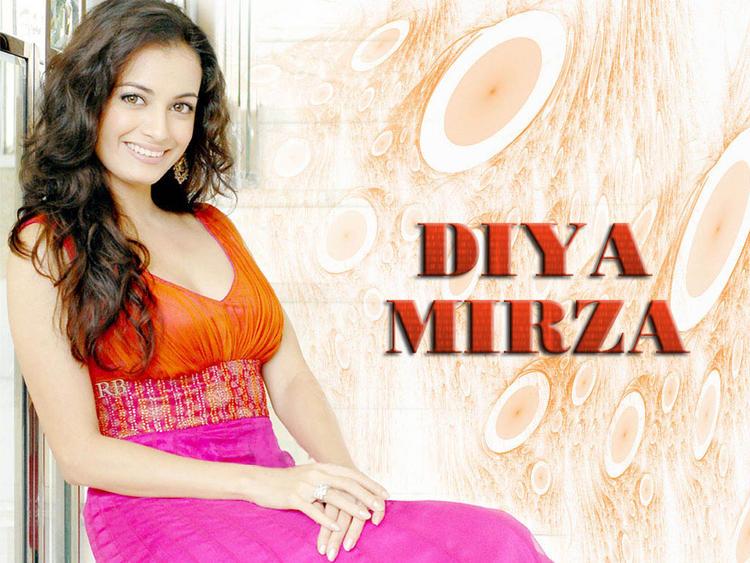 Diya Mirza Sweet look Wallpaper