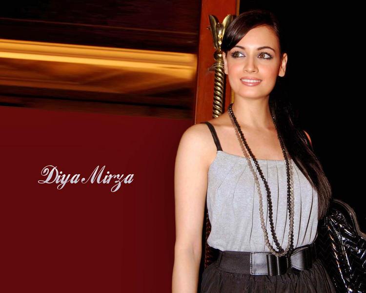 Glamourous Wallpaper Of Diya Mirza