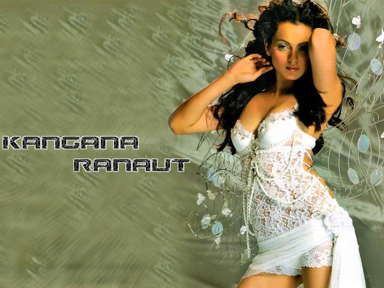 Kangana Ranaut Open Boob Show Wallpaper