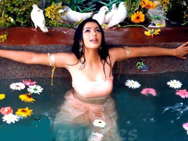 Bhumika Chawla Bathing Still