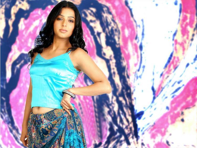 Bhumika Chawla Hot Navel Show Pic