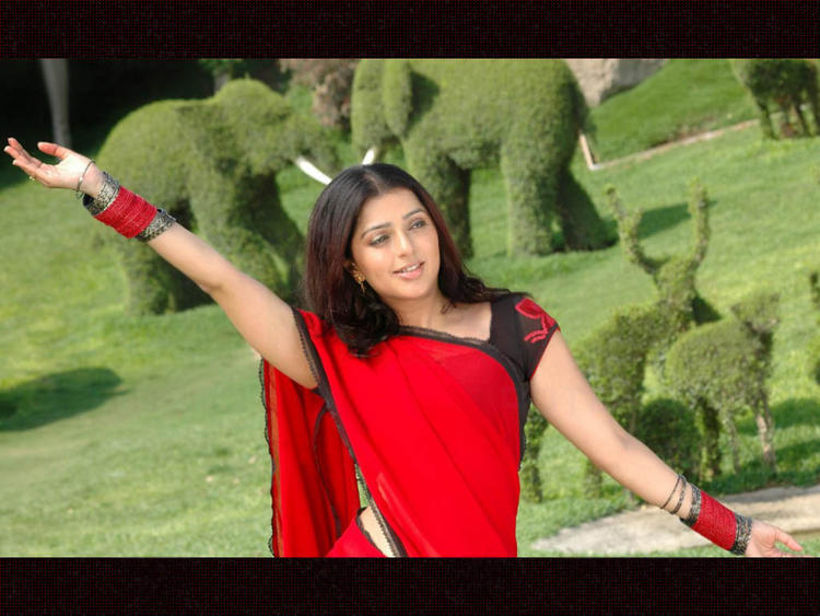 Bhumika Chawla Red Saree Sexy Dance Still