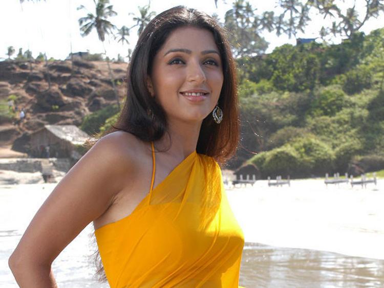 Bhumika Chawla Yellow Saree Stunning Pic
