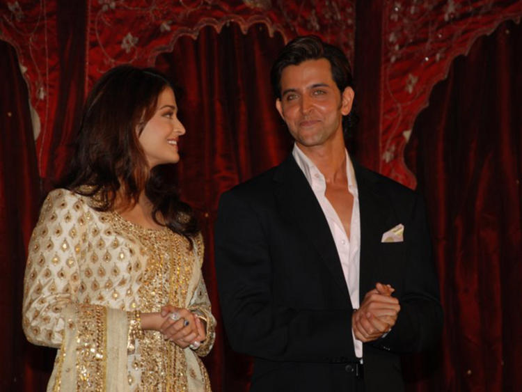 Hrithik Roshan and Aishwarya Rai Smiling Face Still