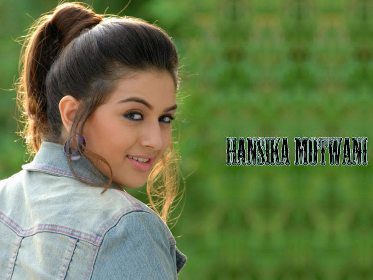 Hansika Motwani Cute Stunning Face Wallpaper