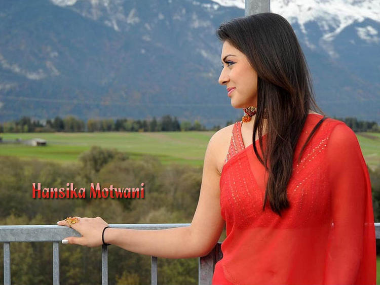 Hansika Motwani Red Saree Wallpaper