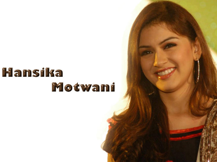 Smilling Beauty Hansika Motwani Wallpaper