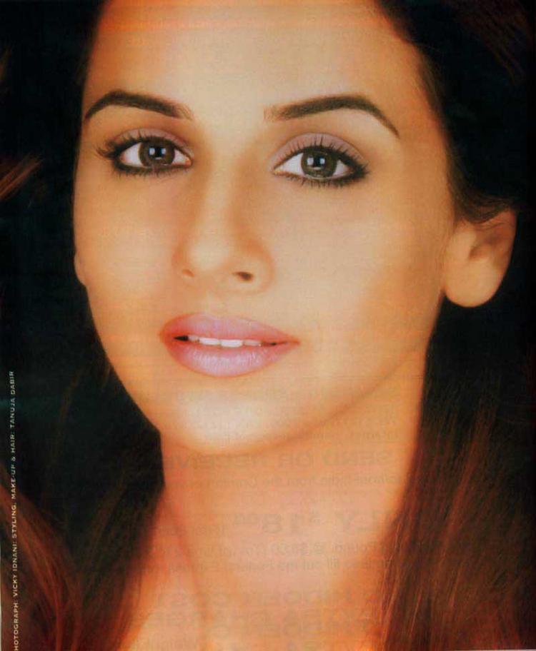 Vidya Balan Sexy Eyes and Wet Lips Wallpaper
