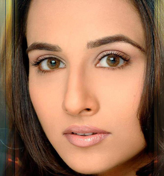 Vidya Balan Sexy Glazing Eyes Look Wallpaper