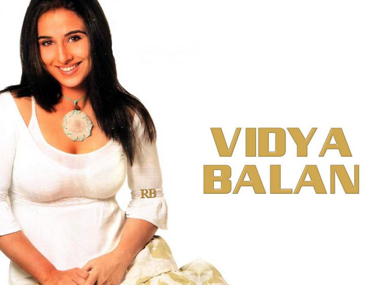 Vidya Balan Smiling Face Wallpaper