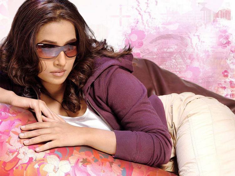 Vidya Balan Stylist Look Wallpaper