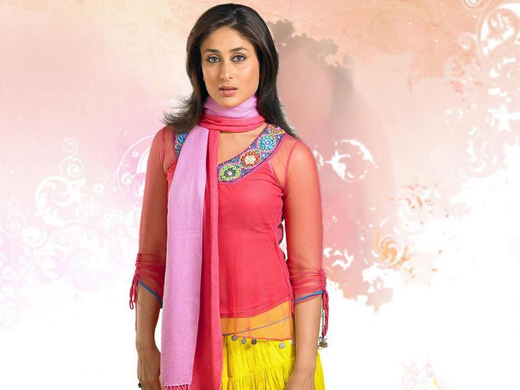 Kareena Kapoor Cute Face Look