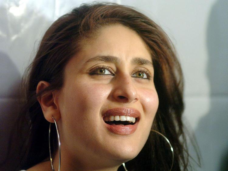 Kareena Kapoor Cute Smile Still