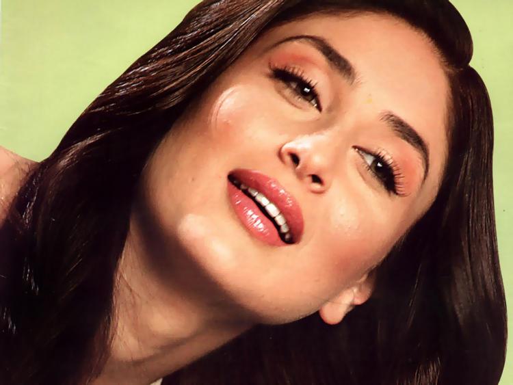 Kareena Kapoor Red Wet Lips Pic