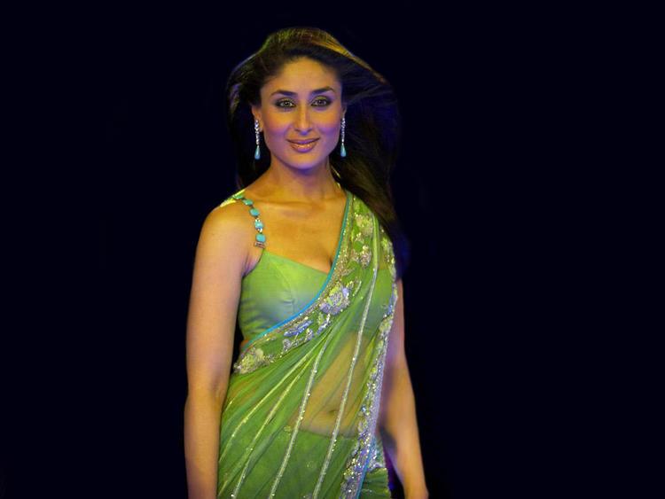 Kareena Kapoor Sexy Transparent Saree Pic