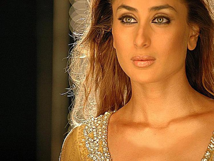 Kareena Kapoor Smoky Eyes Look Film Pic