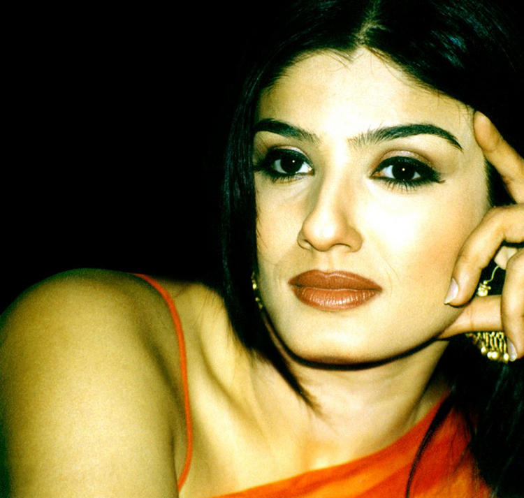 Raveena Tandon Cool Look Wallpaper