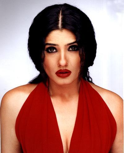 Raveena Tandon Red Wet Lips Wallpaper
