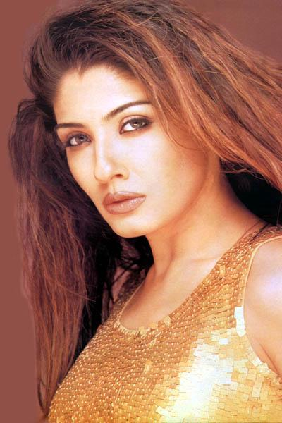 Raveena Tandon Sexiest Face Look Wallpaper