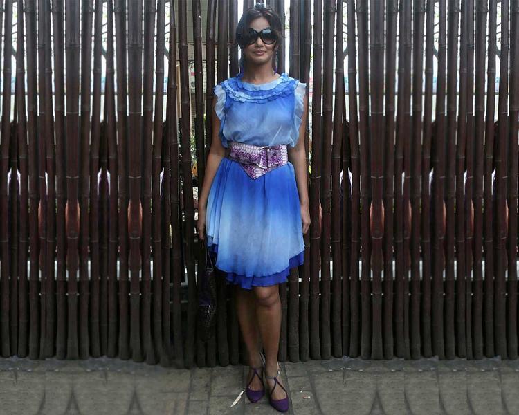 Neetu Chandra Cute Dress Wallpaper