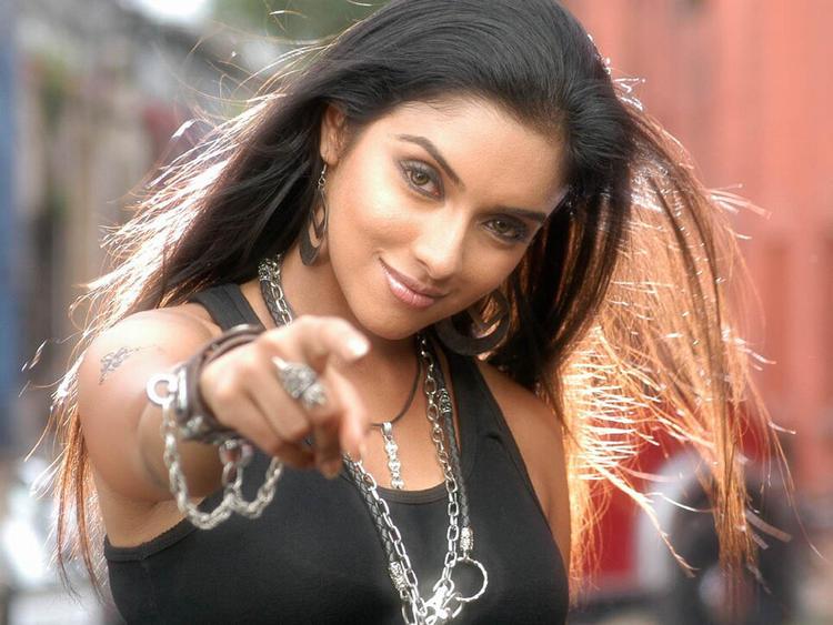 Asin Thottumkal Latest Sexy Stunning Pic