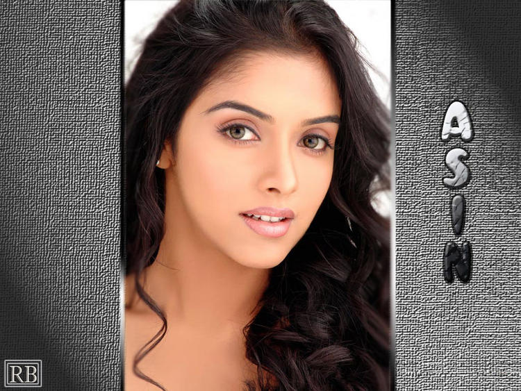 Asin Thottumkal Sizzling Hot Sexy Look