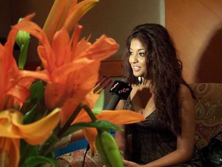Tanushree Dutta Curly Hair Sweet Still