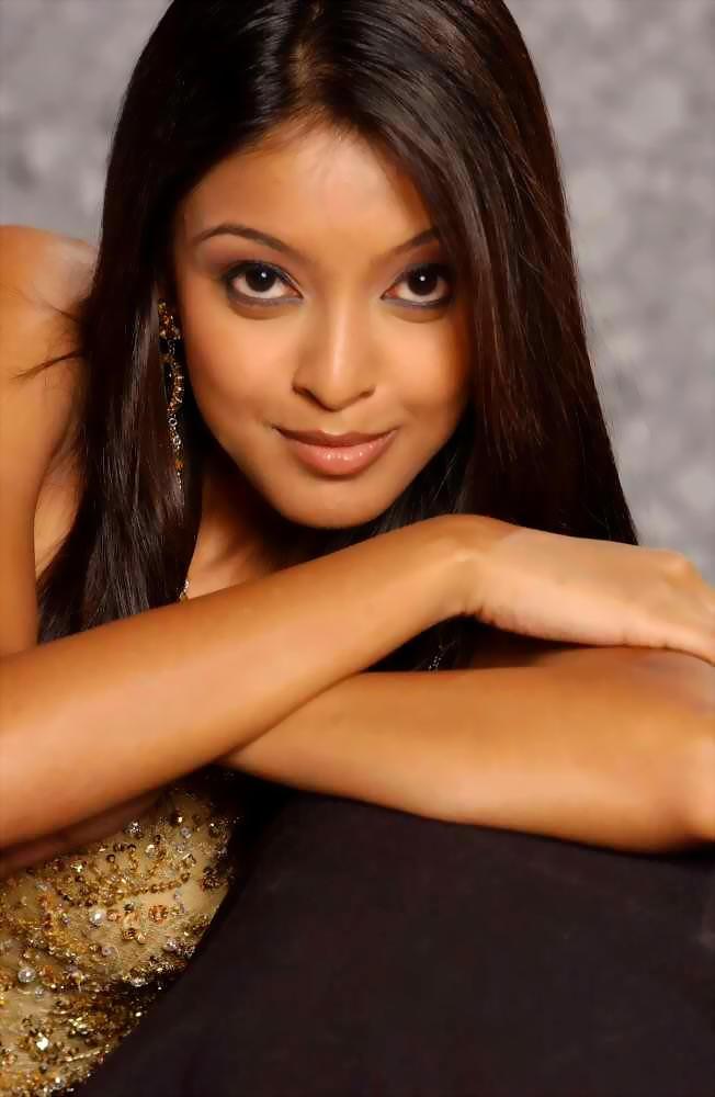 Tanushree Dutta Romantic Face Still
