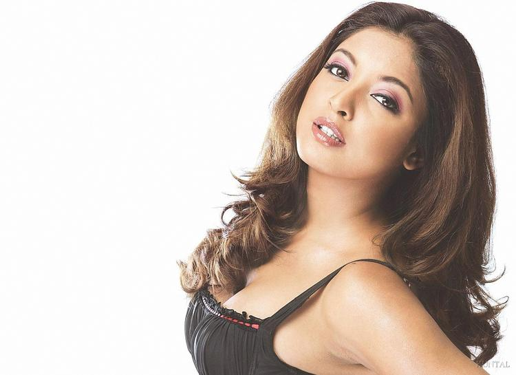 Tanushree Dutta Romantic Look Still