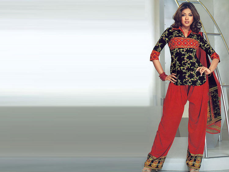 Tanushree Dutta Sexy Pose Photo