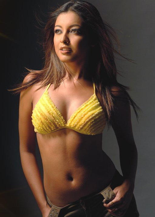Tanushree Dutta Spicy Navel Pose Photo Shoot
