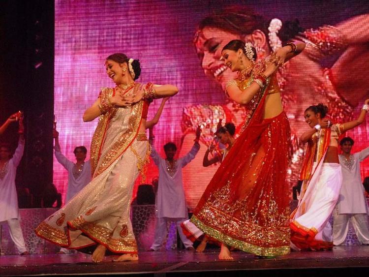 Aishwarya Rai and Madhuri Dixit Dola Re Song Still