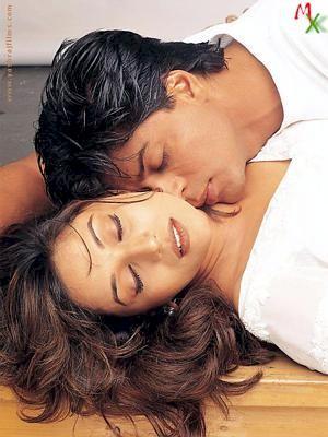 Shahrukh and Madhuri Hot Kiss Still