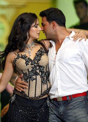 Akshay Kumar and Katrina Hot Still