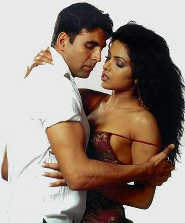 Priyanka and Akshay Latest Hot Still
