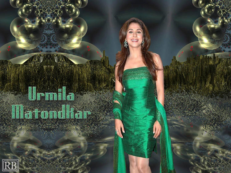 Urmila Matondkar Gorgeous Wallpaper With Green Dress