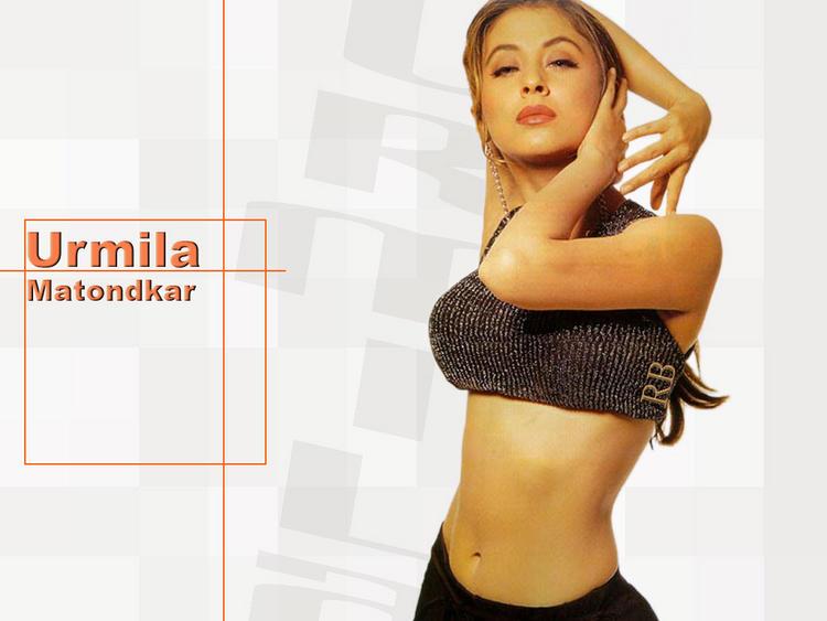 Urmila Matondkar Naughty Pose Wallpaper