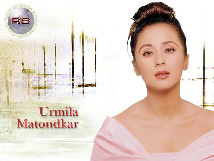 Urmila Matondkar Romancing Face Look Wallpaper