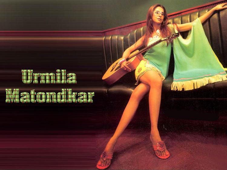 Urmila Matondkar Sexy Legs Wallpaper