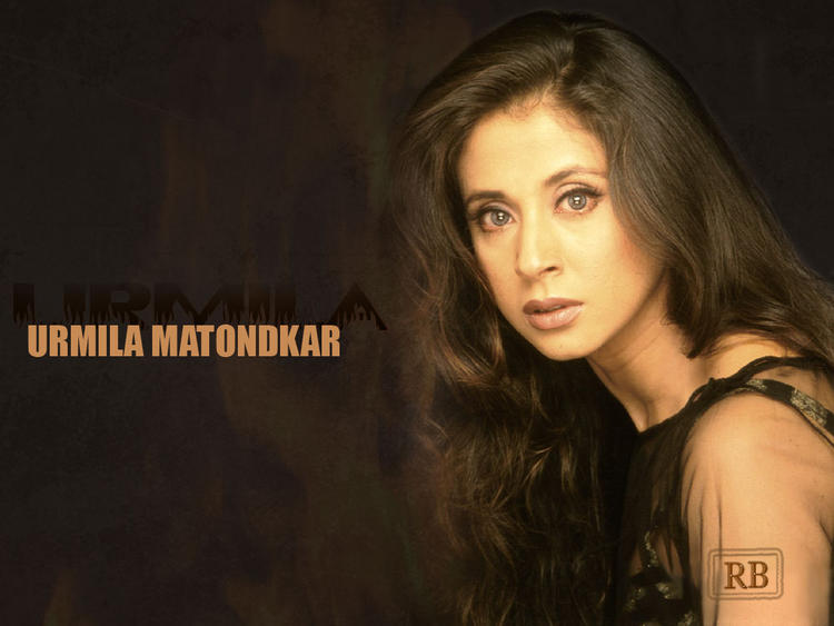 Urmila Matondkar Sizzling Hot Sexy Look Wallpaper
