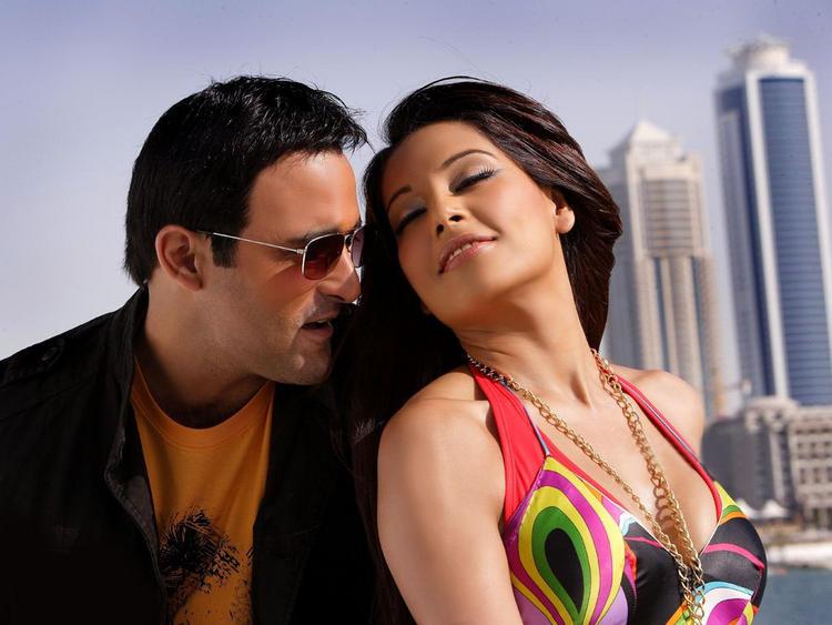 Akshay Khanna and Bipasha Sexy Still