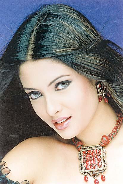Riya Sen Awesome sizzling Face Still