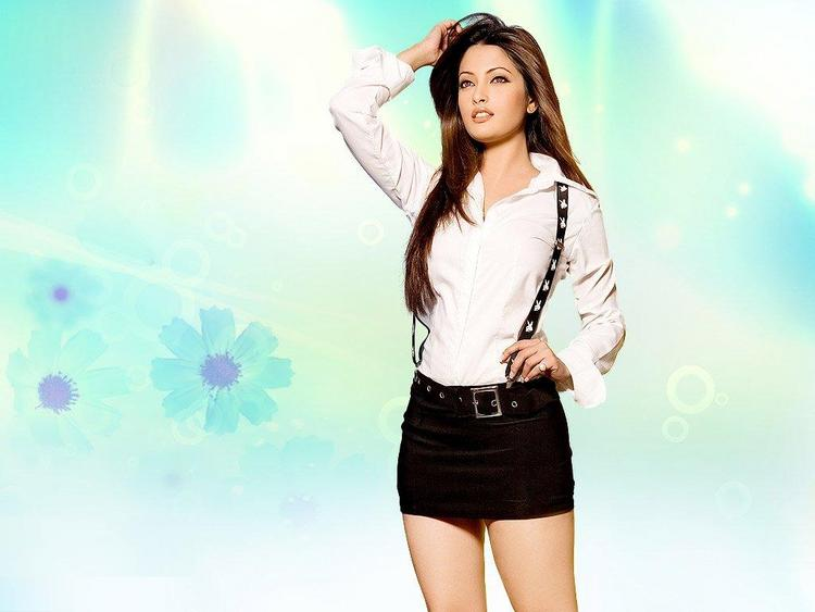 Riya Sen Cute Dress Wallpaper Pic