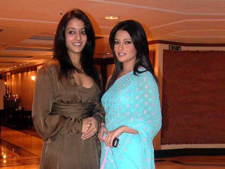Riya Sen Saree Still With Raima