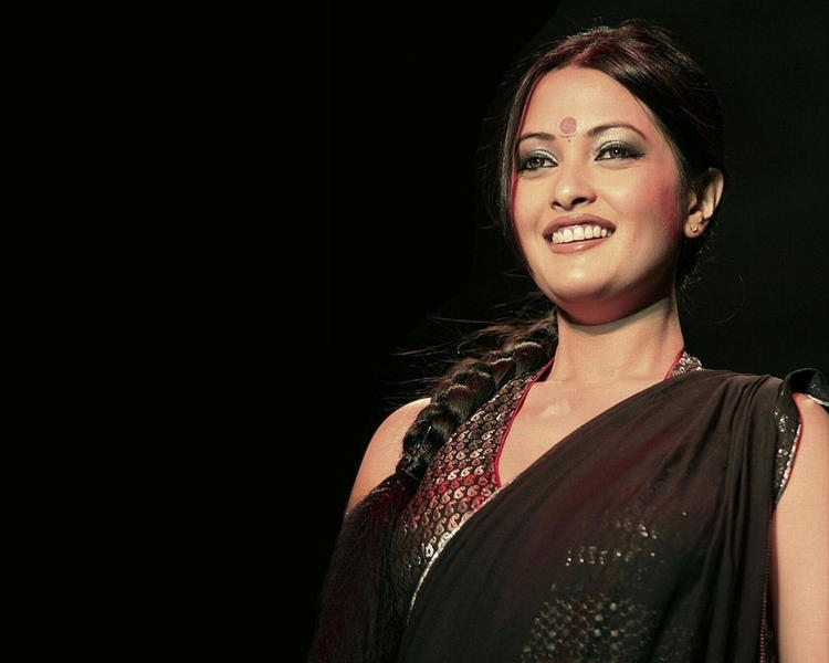 Riya Sen sexy Indian Look Pic