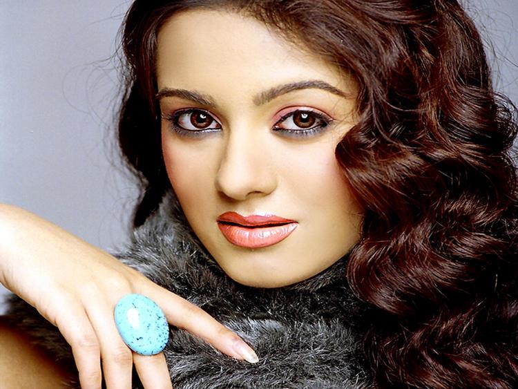 Amrita Rao Beautiful Eyes Look Wallpaper