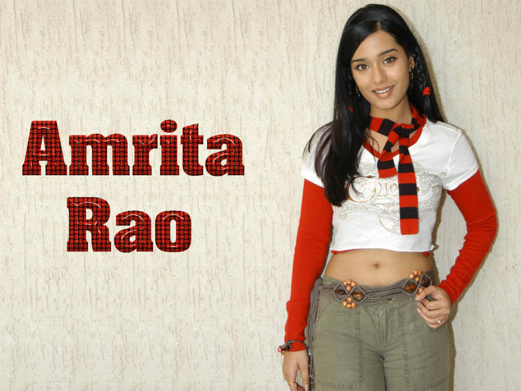Amrita Rao Hot Navel Show Cute Look Wallpaper