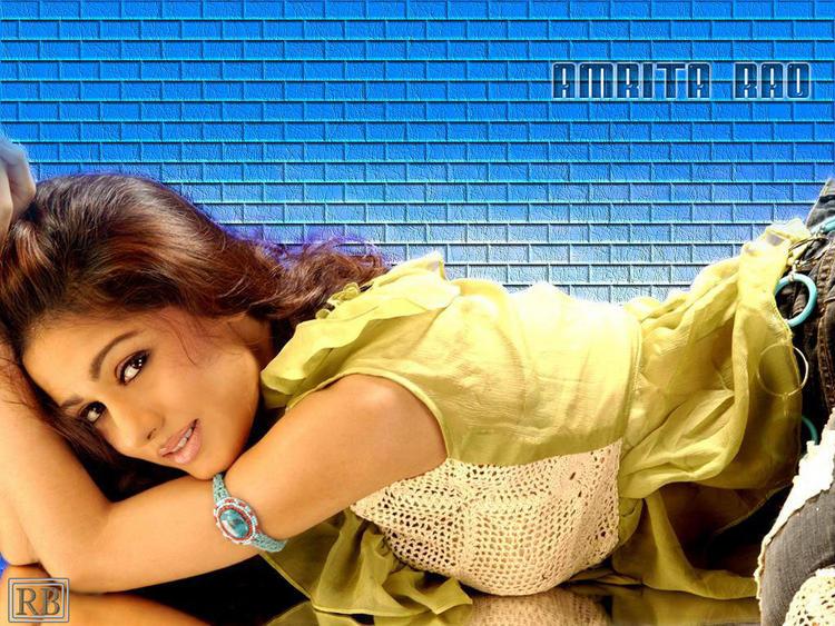 Stunning Beauty Amrita Rao Wallpaper