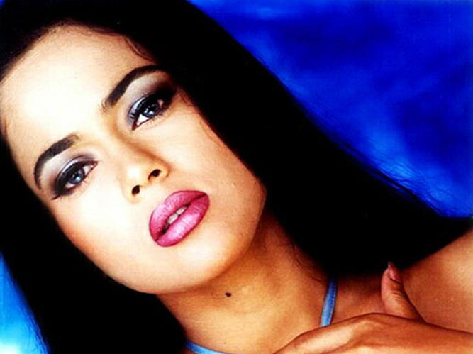 Sameera Reddy Sexy Eyes and Wet Lips Wallpaper
